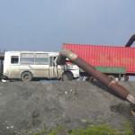 В Норильске трубопровод обрушился на автобус: погиб один человек