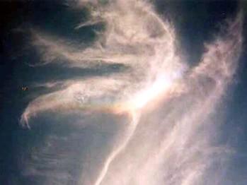 уникальное облако с радугой