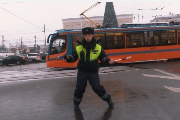 танцующий инспектор