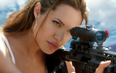 Энергичная Анджелина Джоли