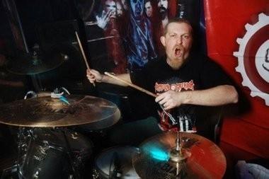 барабанщик «Коррозия металла»