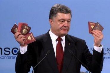 Порошенко показал документы российских солдат