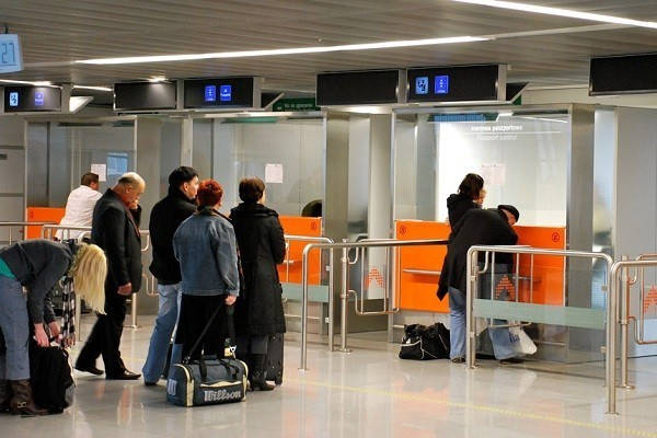 Автоматы проверят визы