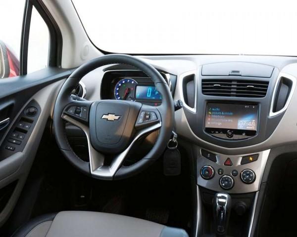 Chevrolet Tracker фото салона