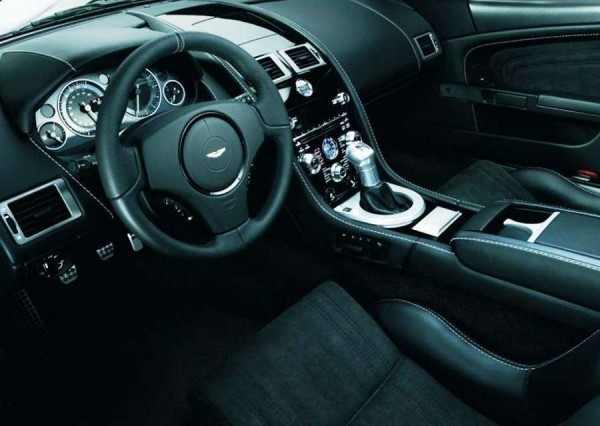 Aston Martin DBS Ultimate фото салона
