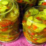 Консервированный овощной салат с укропом