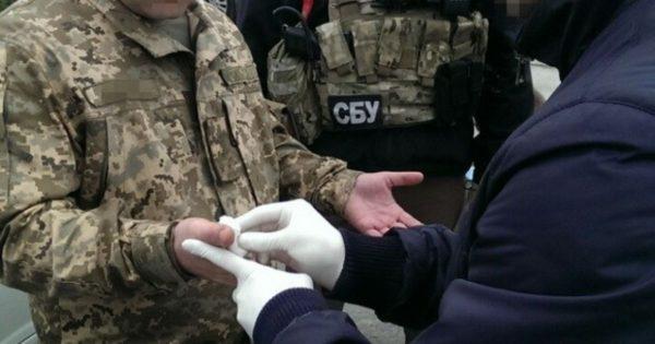 Военного задержали после получения взятки