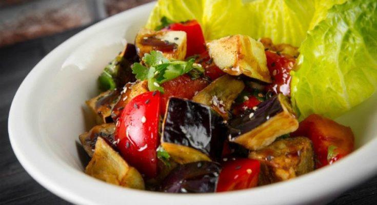 Салат из баклажан и помидор
