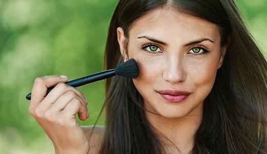 Коррекция формы лица в макияже